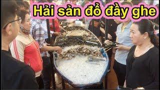 """""""Giành giật"""" nhau ở buffet ông bình dân, ghe hải sản sạch sẽ sau 30 giây - Ẩm thực Việt Nam 247"""