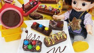 Baby doll and chocolate candy bar maker moose toys play 아기인형과 초콜릿 캔디 바 메이커 만들기 장난감놀이 - 토이몽