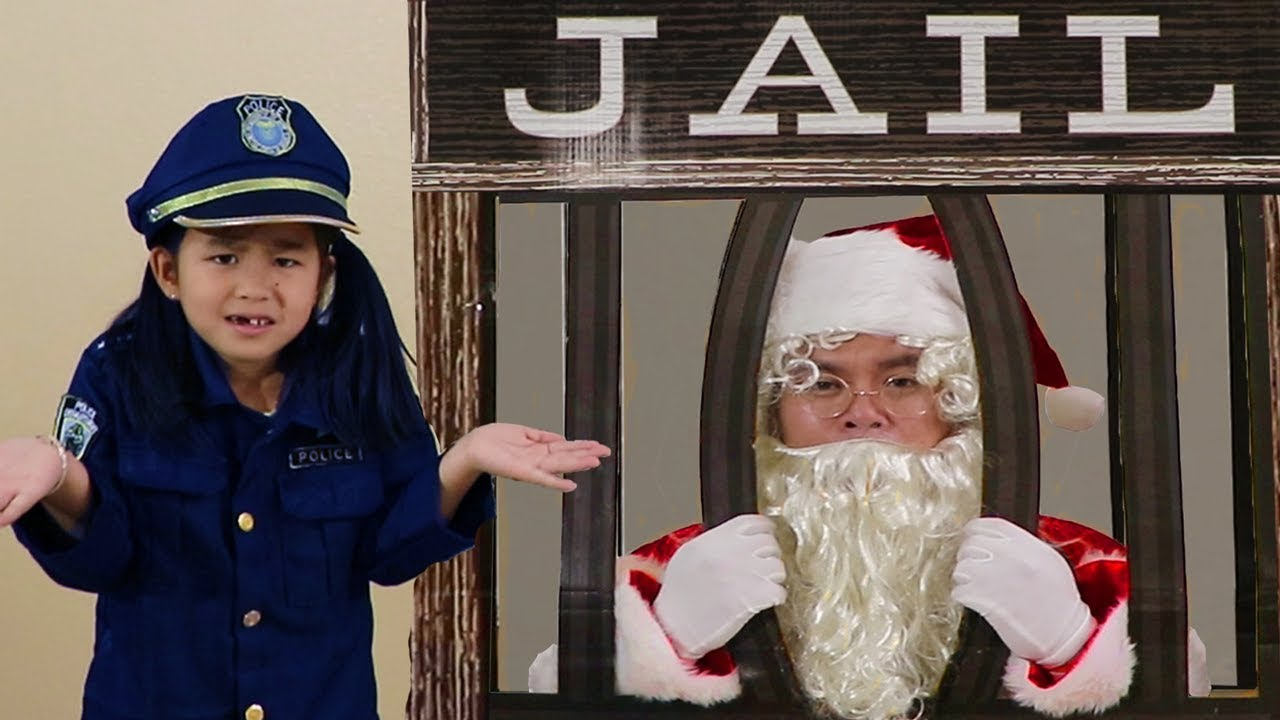 Jannie Pretend Play w Santa Clause Giving Christmas Presents & Getting Locked Up in Jail