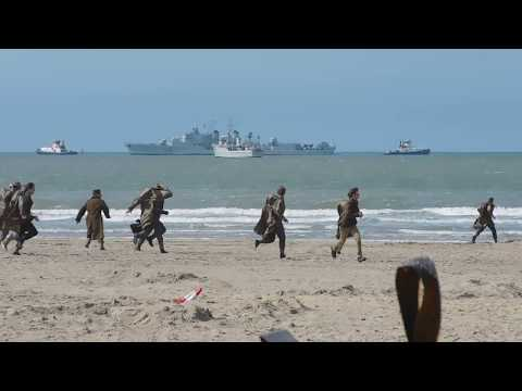 Dunkirk (2017) movie - Air raid scene on the beach