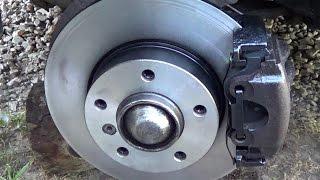 Замена передних тормозных дисков и колодок в BMW e36.
