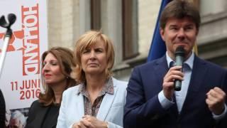 Minister Sven Gatz about Cruyff Court project in Molenbeek