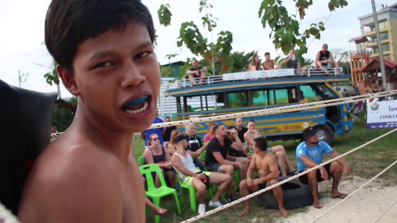 School Boy run into Gangster in Thailand MMA !!!