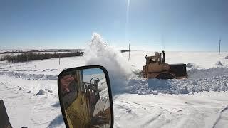 Трактор Кировец. Работаем с Лёхой. Пробиваемся на скважины.