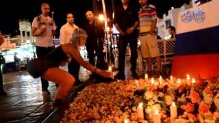 سائحين شرم الشيخ يضعون الشموع أمام علمى فرنسا و روسيا