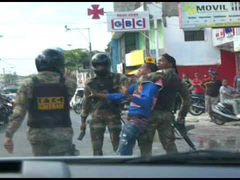 Militares golpean a motoconchista en Herrera, Santo Domingo Oeste