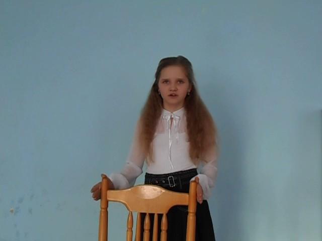 Изображение предпросмотра прочтения – ВикторияМарченко читает отрывок изпроизведения «Послушайте! (Послушайте! Ведь, если звезды зажигают…)» В.В.Маяковского