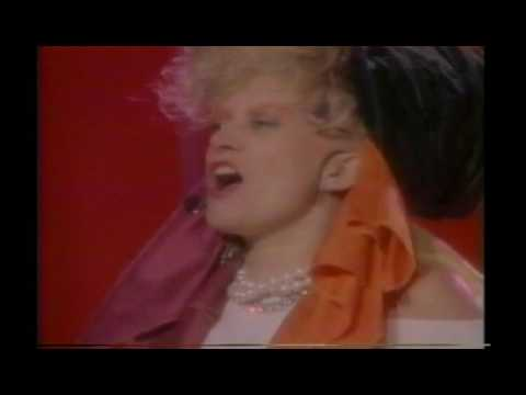 The Thompson Twins - Hold Me Now (Live Video Version)