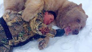 На прогулке в лесу люди увидели дикого зверя. Через 23 года о них знает весь мир...