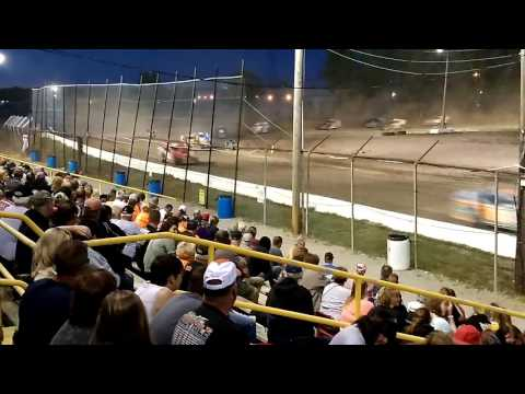 Sportsman feature race at Genesee Speedway on 7/30/16