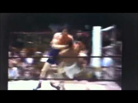 Dicky Eklund ward knocks down Sugar Ray Leonard