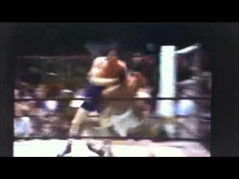 Dicky Eklund ward knocks down Sugar Ray Leonard