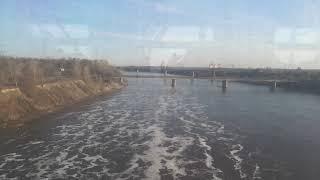 Едем на поезде из окна видна речка.Серия 2.