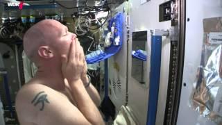 Wie rasiert sich Astronaut Alexander Gerst im All I WDR - Sendung mit der Maus