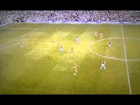 Pepe Reina celebrates Ngog's goal against United