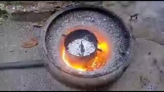 derretendo alumínio no forno caseiro!