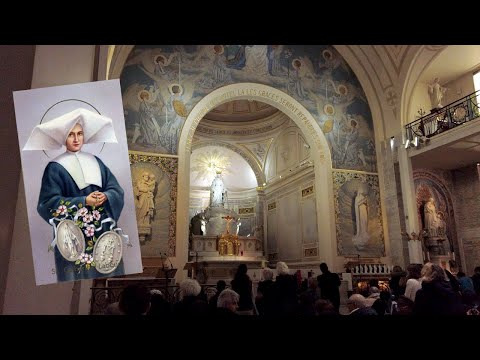 A Quick Visit At The Chapel Of Our Lady of the Miraculous Medal in Paris, France 4K