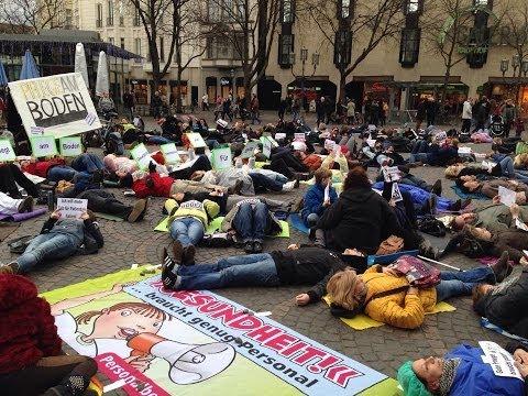 """Pflege am Boden"" - Flash-Mob in Bonn"