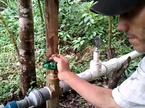 Invento de pequeña planta hidroelectrica.