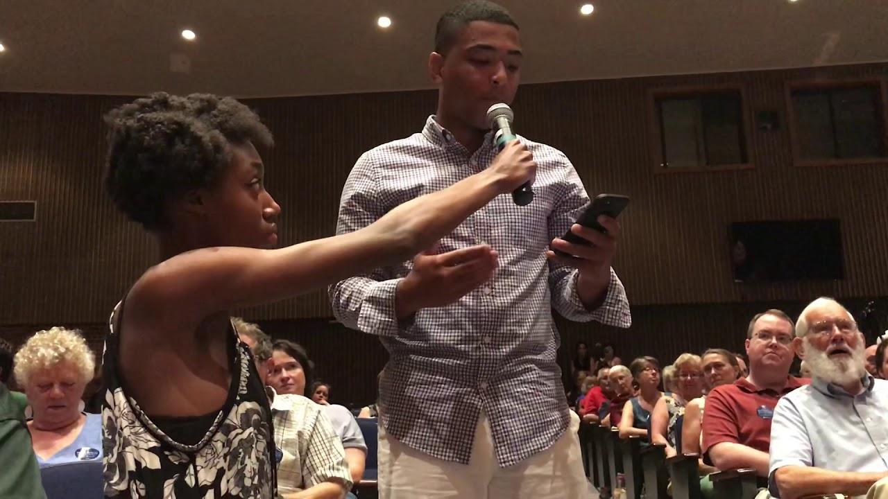 Senator Warren Town Hall In Fitchburg Telegram Video