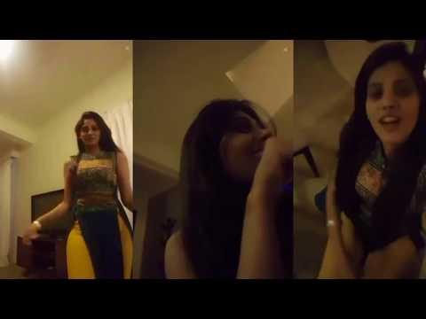 live-call-par-apni-chest-or-back-side-dikha-rai-or-sath-main-mujra