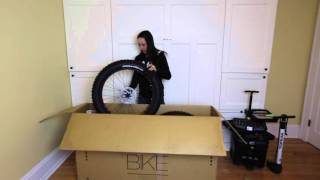 Fat bike Scott Big Ed  Unboxing & Assembly with Sonya Looney.