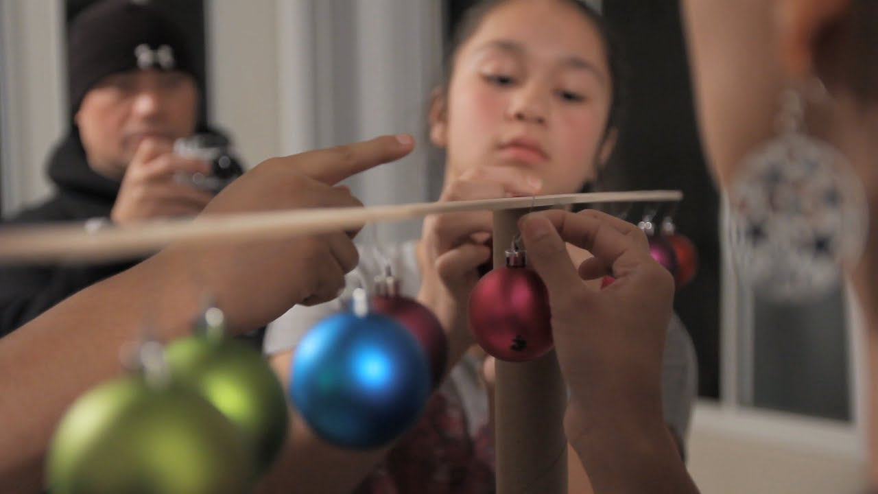 Minute To Win It Christmas.Minute To Win It Christmas In The Balance 2 Vs 2