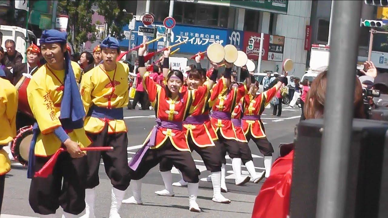 博多どんたく2018琉球國祭り太鼓~駅前どんたくストリート - YouTube