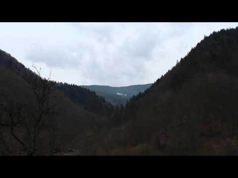 При дороге красивые горы