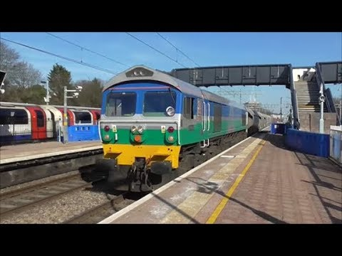 Trains @ Ealing Broadway Railway Station - 21st March 2018