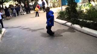 Пацана застрелили с нёрфа на улицы школы!