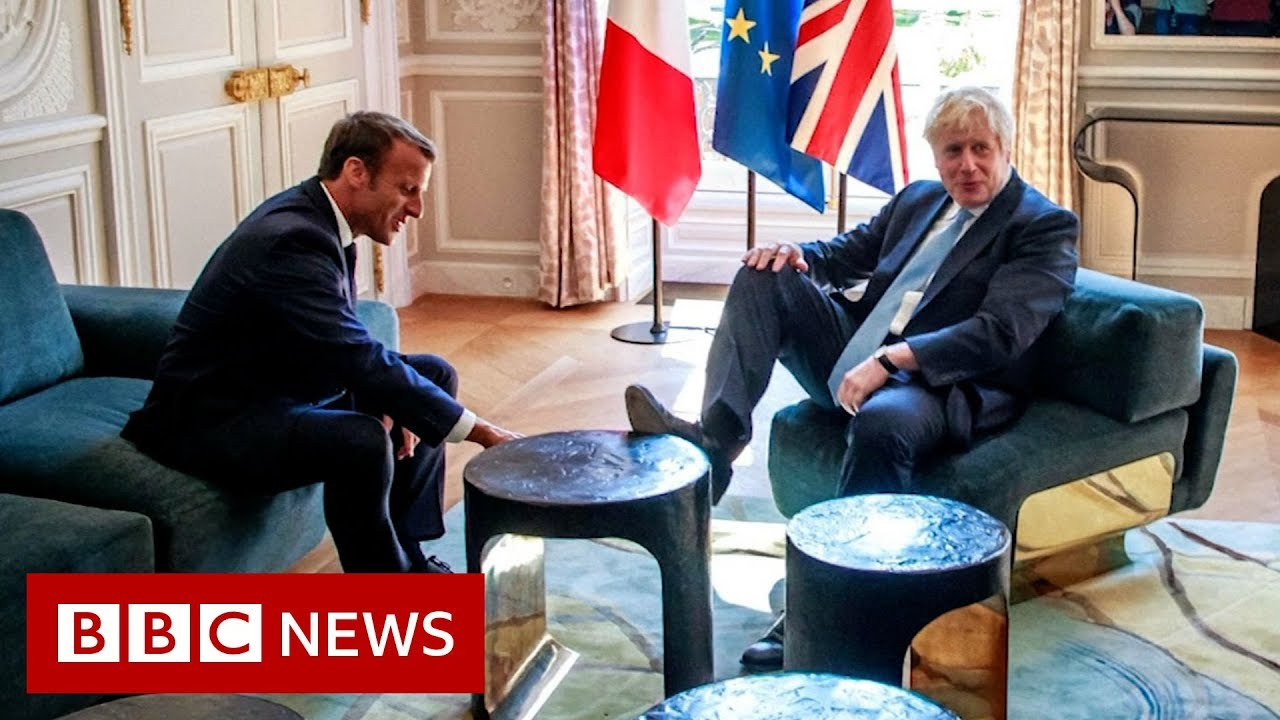 BBC News:Johnson sticks his foot on a table during a joke with the French president - BBC News