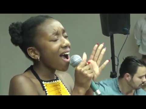 Ana Jaime canta «Cota não é esmola»