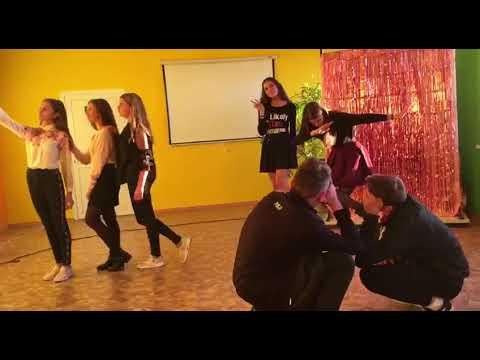 Самые популярные движения и самая популярная музыка,только в этом танце )