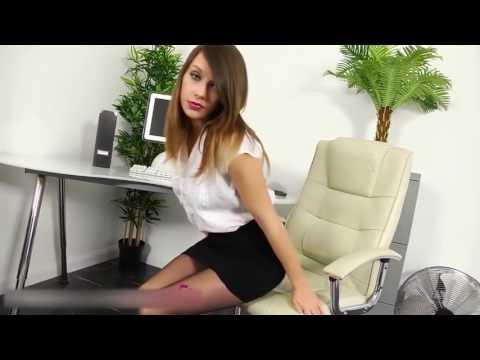 Mini Etek Ve Külotlu Çoraplı Seksi Sekreter