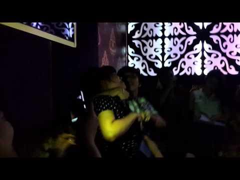Đại ca HP thanh toán nhau trong phòng Karaoke