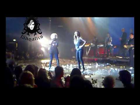 Η Άννα Βίσση υποδέχεται την Ελεωνόρα Ζουγανέλη, The Fabulous Show, Αθηνών Αρένα (28/01/2010)