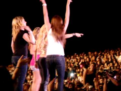 Shakira`s concert , beirut , dedicating her concert to her lebanese father .