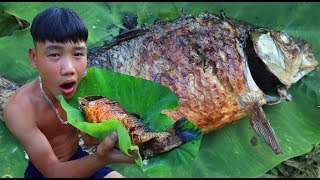 survival skills | Grilled carp with self-made charcoal | primitive life | survival skills. HT