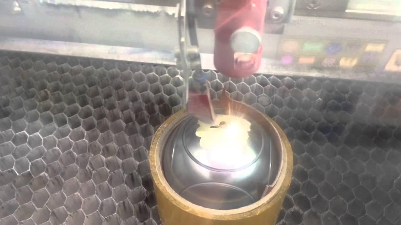 Gravure laser sur boule de p tanque youtube for Choisir ses boules de petanque