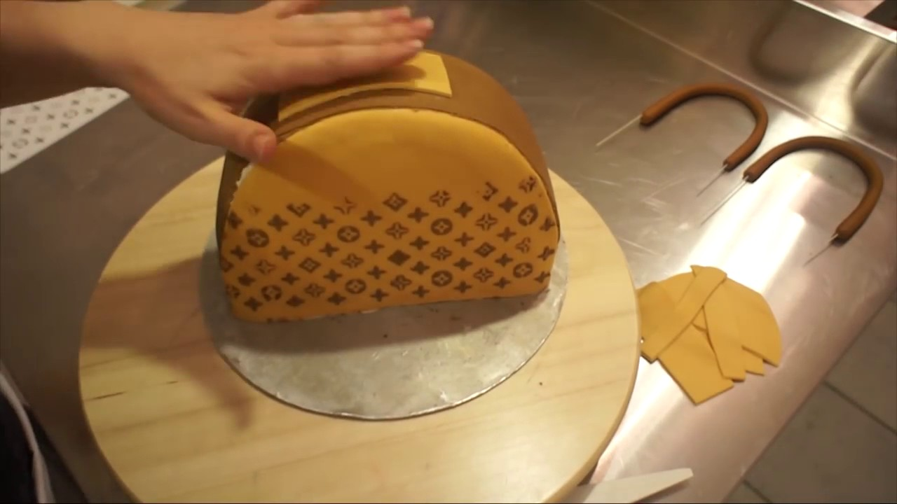louis vuitton handtaschen torte taschenkuchen tutorial fondant handtasche von kuchenfee youtube. Black Bedroom Furniture Sets. Home Design Ideas