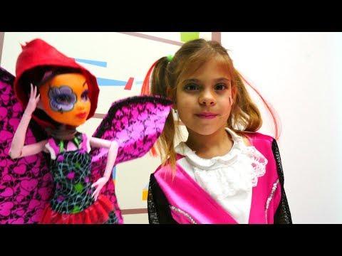 Maskeli baloya hazırlanıyoruz 🎭👠 Elis ve #MonsterHigh #Drakulaura ile makyaj ve saç yapma oyunu