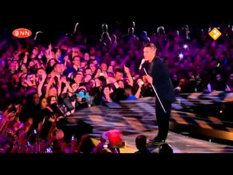 Robbie Williams - Come Undone Live @O2 England