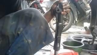 Cara Mengganti Seal Yang Bocor Pada Shock (Suspensi) depan Honda Vario