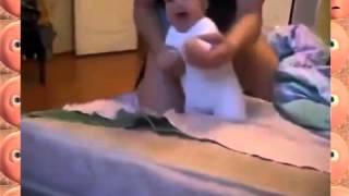 Папа играет с малышом в войну   Прикол!