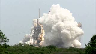 STS-135 Atlantis - Launch Replays - Front camera