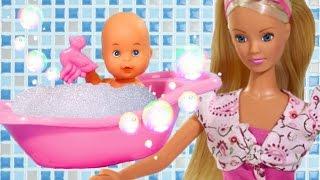 Кукла Штеффи с младенцем. Купание малыша Барби Мультик Развивающие видео для девочек на русском