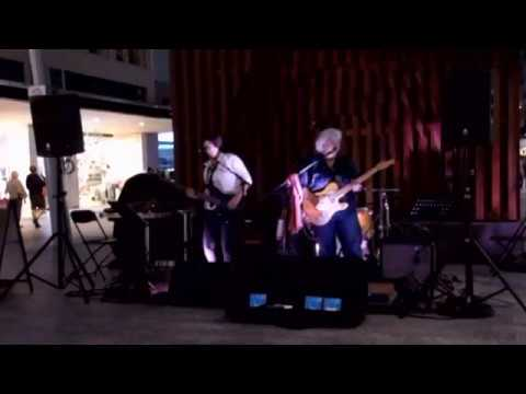 Vix and the Slick Chix @ The Queen St Mall 5.8.2017