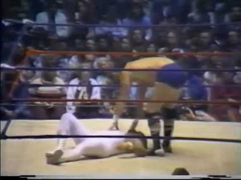 Bloody No DQ Match - Jerry Lawler vs Terry Funk w Jimmy Hart (3-23-81) Memphis Wrestling