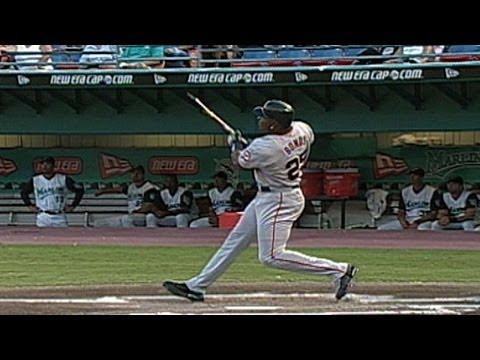 SF@FLA: Bonds breaks his bat on a home run swing